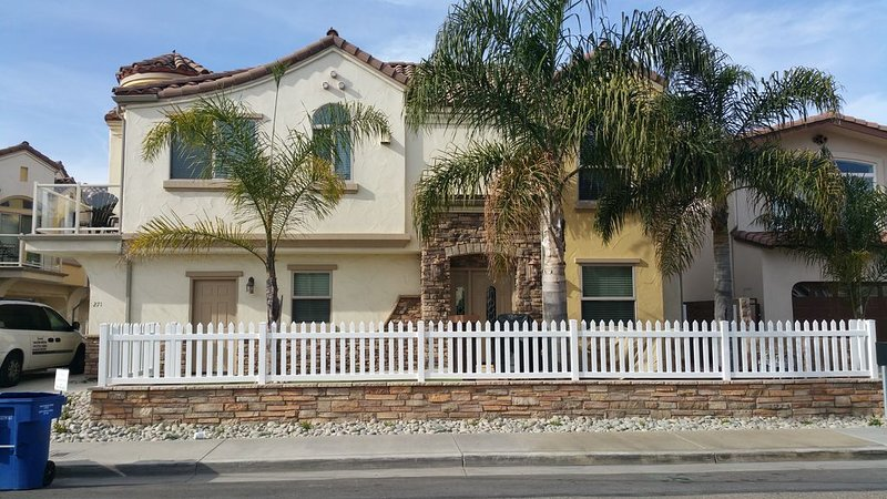 Modern Upscale Downtown Pismo Beach Home, holiday rental in Pismo Beach
