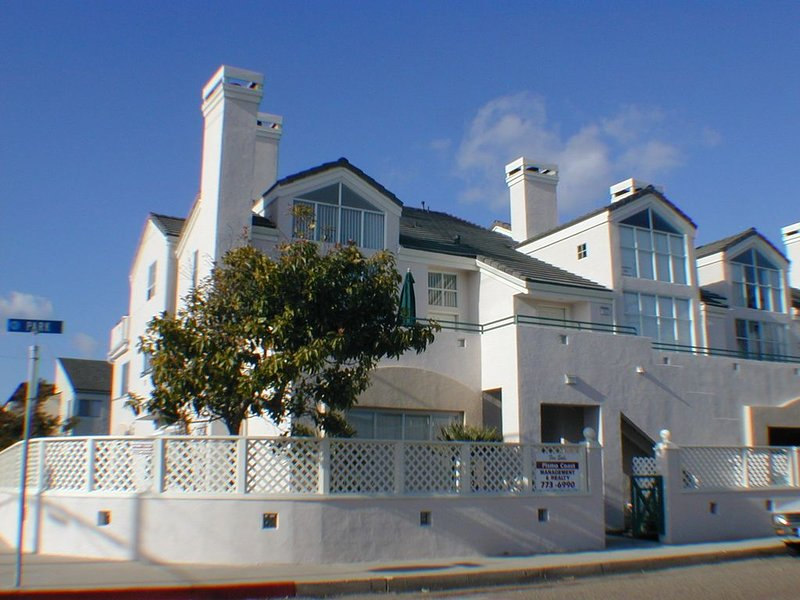 239 Park Avenue: 2  BR, 2  BA Condominium in Pismo Beach, Sleeps 8, holiday rental in Pismo Beach