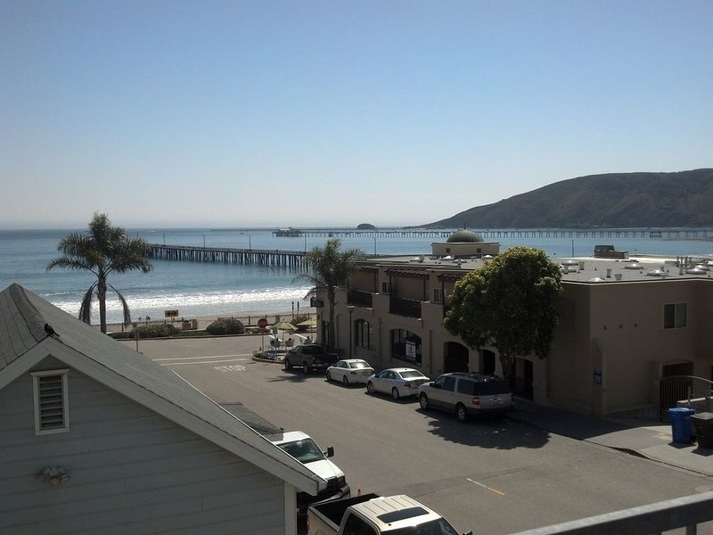 New Condo, Great Views, Excellent Location!, holiday rental in Avila Beach