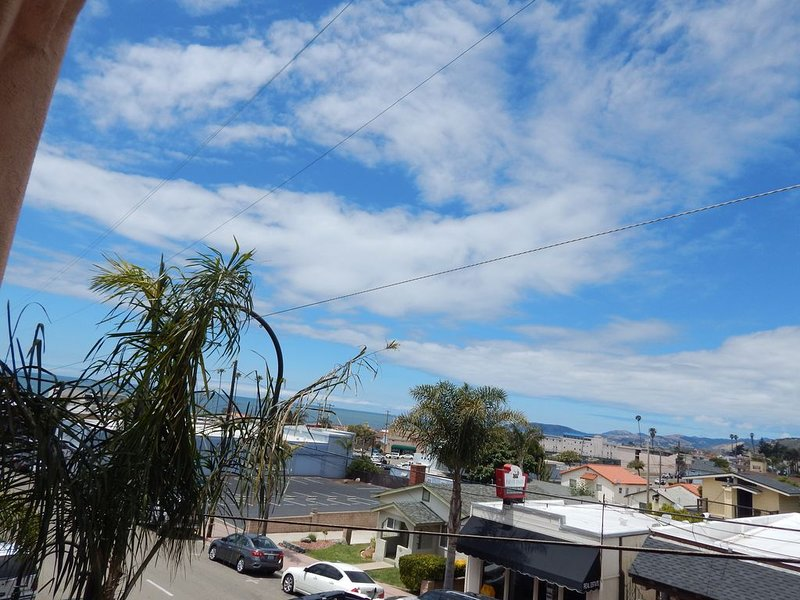 210 Casa Bella: 2  BR, 2  BA Condominium in Pismo Beach, Sleeps 6, holiday rental in Pismo Beach