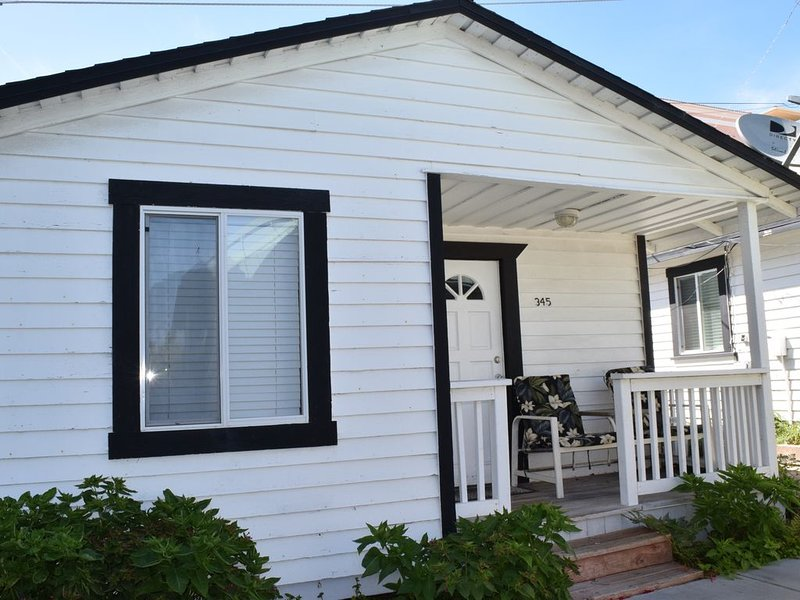 345 Hinds: 2  BR, 1  BA Cabin / Bungalow in Pismo Beach, Sleeps 6, holiday rental in Pismo Beach
