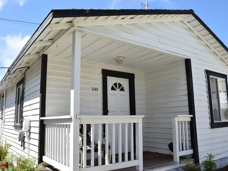 343 Hinds: 2  BR, 1  BA Cabin / Bungalow in Pismo Beach, Sleeps 6, holiday rental in Pismo Beach