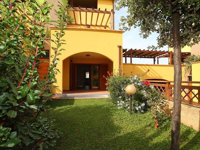 Appartamento in Residence nel Borgo di Alberese - Parco della Maremma, vacation rental in Alberese