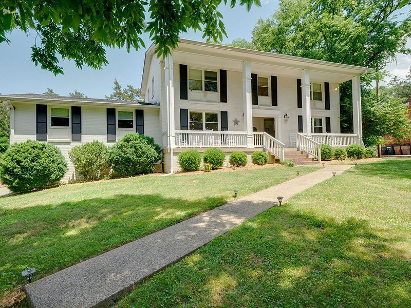Spacious Modern-Farmhouse-Perfect for families and groups!, holiday rental in Ashland City