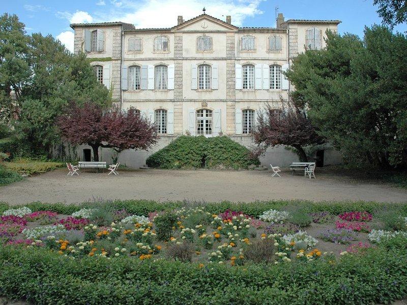 Château de la Condamine (XVIIIème) à proximité d'Uzès et des Cévennes, location de vacances à Vèzenobres
