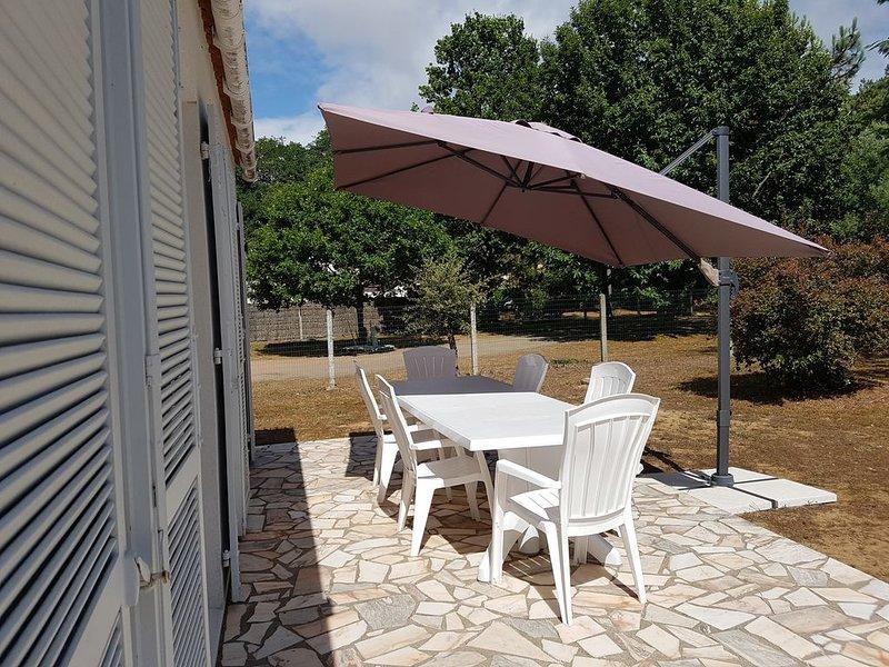 maison 2 clés vacances, sur 900m2 cloturé,en retrait de bord de route,au calme., holiday rental in Jard-sur-Mer