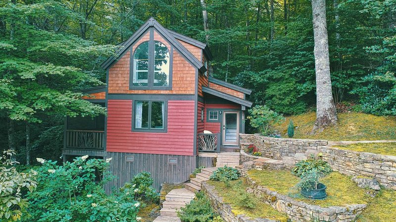 Cute Well Appointed Cabin, Lake Glenville Access, Close to Cashiers,Pet Friendly, alquiler de vacaciones en Glenville