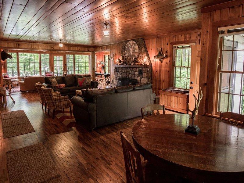 Secluded Nostalgic Lodge, Room for All, Sandy Shore,Teal Lake  Hayward, WI, casa vacanza a Hayward