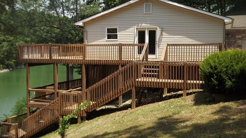 Lakefront Home with Dock Booking 2021 Season!, holiday rental in Speedwell