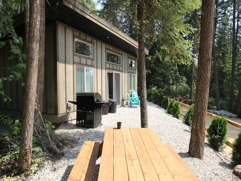 Cabin 4 called Getaway at Blind Bay Hideaway on the beautiful Shuswap Lake, alquiler de vacaciones en Salmon Arm