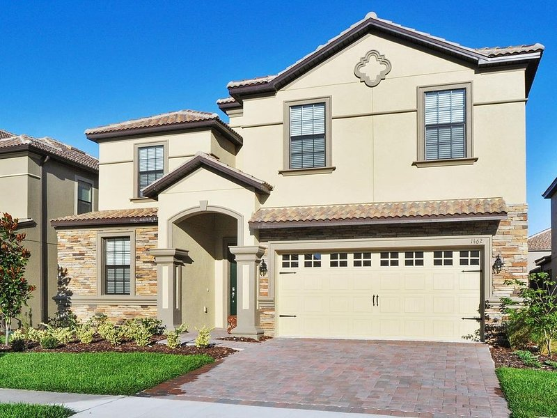 ChampionsGate, 9 Bed Luxury Executive Villa, Sleeps 20, West Facing Pool & Spa, holiday rental in Davenport