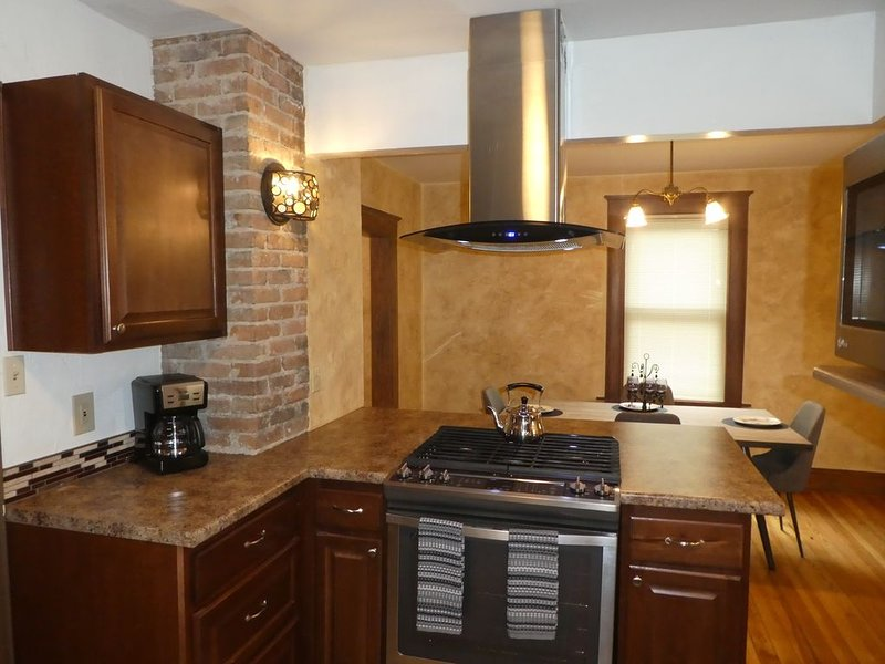 Beautiful Home in Downtown and by Colorado College. New furnishings & Clean!, vacation rental in Colorado Springs