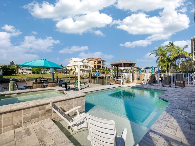Dockside Dream UPPER Amazingly Beautiful 2 Br Upper Suite NEW Pool & Raised Spa, location de vacances à Fort Myers Beach