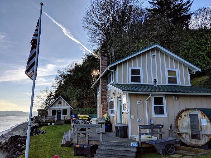 Beach House/Vashon Island/Sleeps 10/Reachable by Car,Boat & Floatplane, Ferienwohnung in Southworth