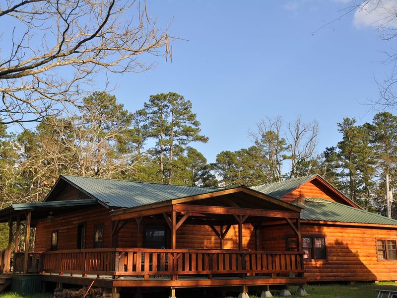 GREAT RATES:  LOST UNDER THE STARS   Catch and Release Fishing Pond  20+ acres, holiday rental in Broken Bow