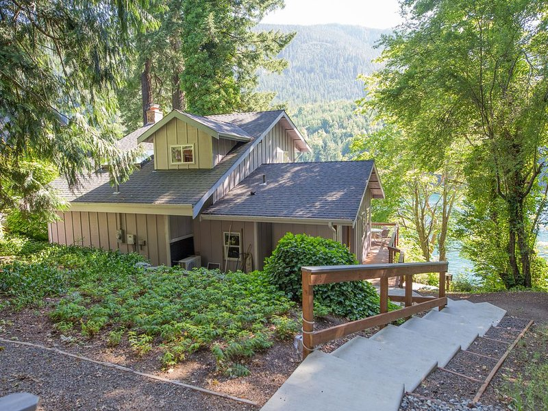 Make Our Home Your Home on Fabulous Lake Sutherland, vacation rental in Joyce