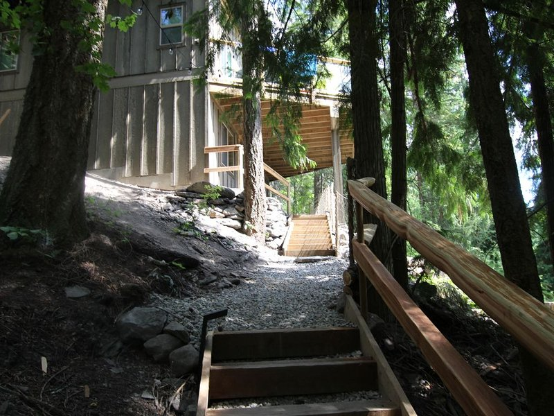 Cabin 1 named Bayview at Blind Bay Hideaway on the beautiful Shuswap Lake, alquiler de vacaciones en Salmon Arm