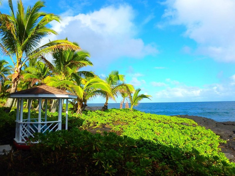 Live the Ocean Front Dream - Perfect location for exploring the Big Island �, holiday rental in Keaau