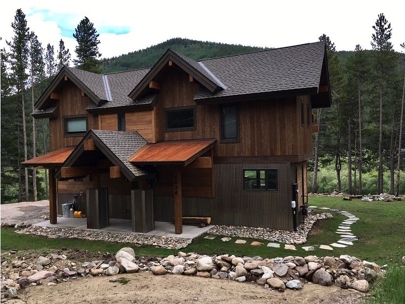 Beautiful New Modern Rustic Lodge on the Blue River, vacation rental in Breckenridge