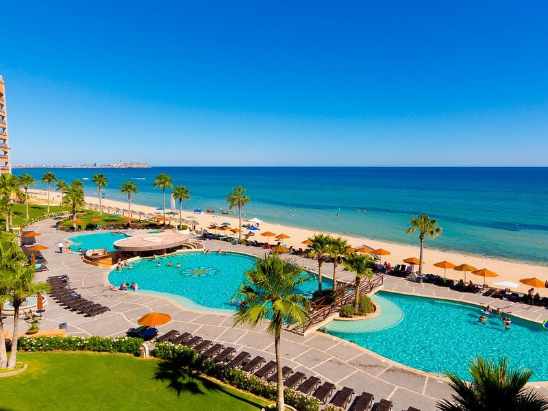 Beautiful Ocean Front Condo! In the Heart of Sandy Beach This Resort is 5 Star!, holiday rental in La Choya