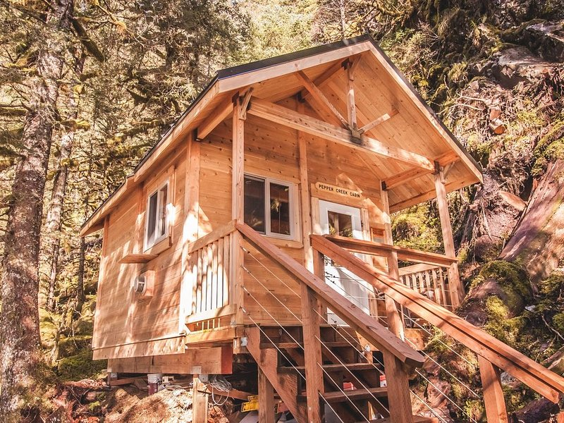 Pepper Creek Cabin Located On Its Own Private Beach!, vacation rental in Seward