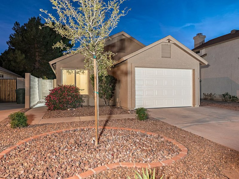Private Highly Upgraded Home with Heated POOL, alquiler de vacaciones en Paradise Valley