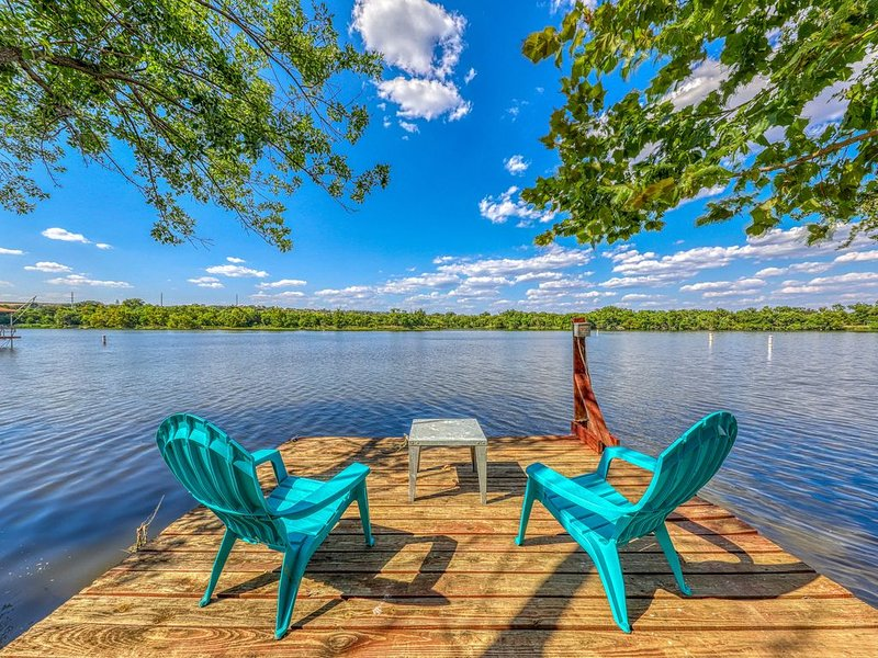 Family lakefront home w/ private dock, lake access, deck & pool table!, vacation rental in Buchanan Dam