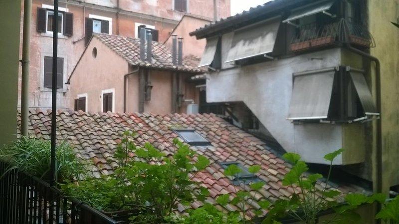 Nel cuore di Roma, in palazzetto d'epoca, spazioso e arredato con cura, holiday rental in Vatican City