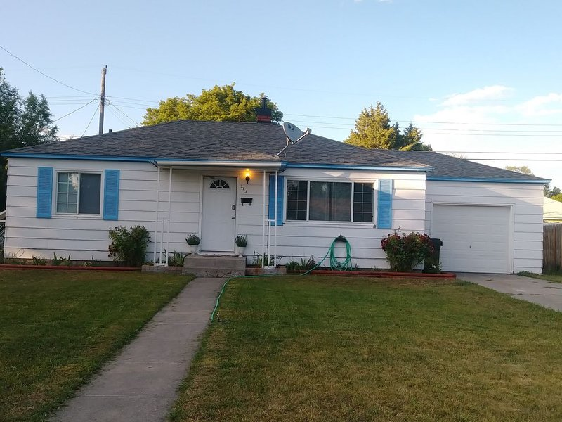 REMODLED,Comfortable House with Large Kitchen, fenced yard. 9-9-19, holiday rental in Firth