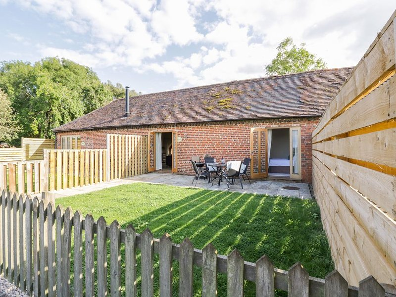 Pear Tree Cottage, HARVINGTON, holiday rental in Offenham