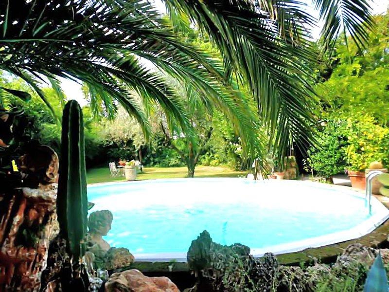 La Bouganville - Piscina e Relax - 10 posti letto, vacation rental in Capezzano Pianore
