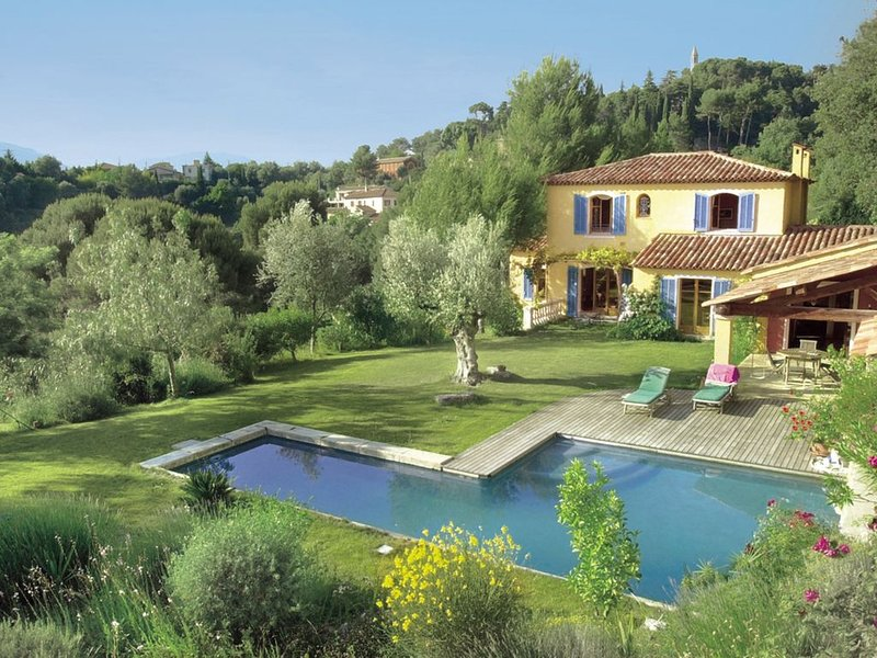 Superbe villa à Nice - grande piscine - calme - campagne, vacation rental in Colomars