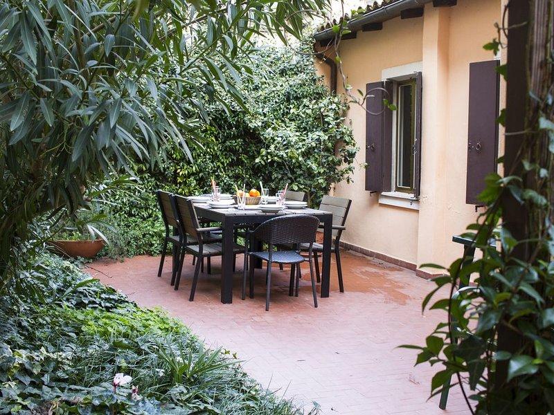 Garden (in refurbishment): table of 6