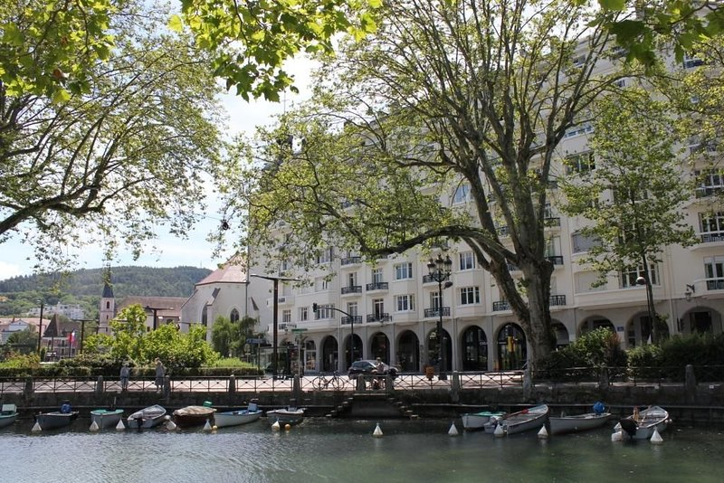 Large apartment for rent in Annecy Centre-Lac, Haute-Savoie (mountain region), vakantiewoning in Annecy