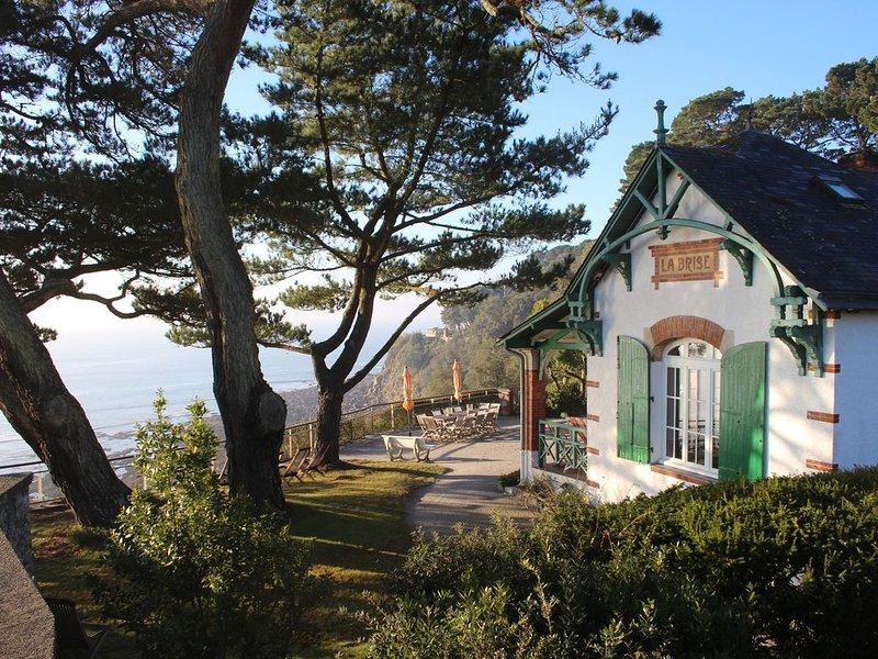 Villa La Brise, vue mer imprenable, familiale et authentique à St-Marc-sur-Mer, location de vacances à Saint-Nazaire