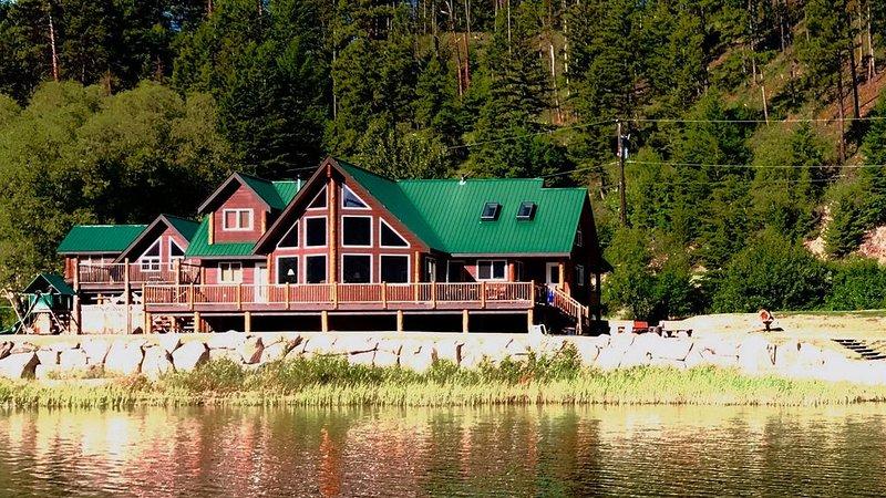 Elegant, Spacious 'Aspen' Cabin at Otter lake-Tulameen, alquiler de vacaciones en Tulameen