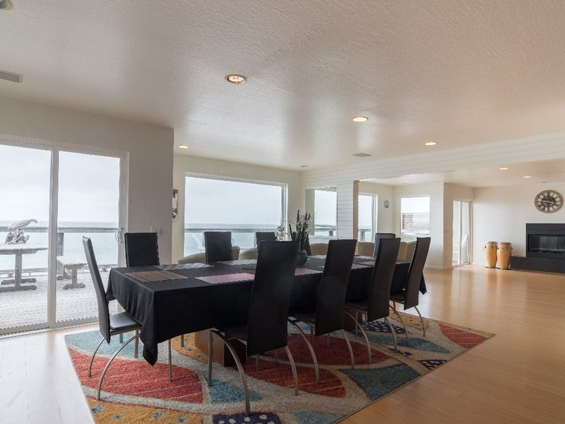 Beach Front 5B/3BT 3200SQ HUGE Luxury   only 7 miles from San Francisco, vacation rental in Pacifica