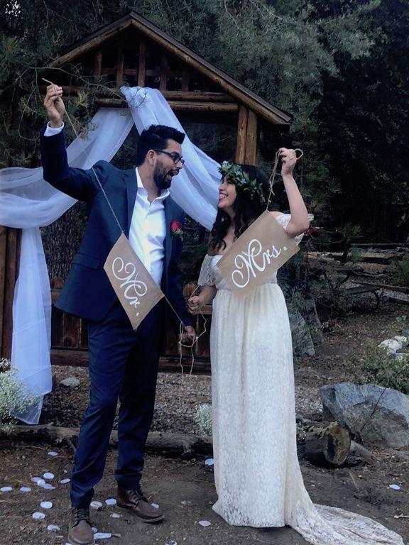 Um casal feliz que se casou em nossa cabana no verão passado!