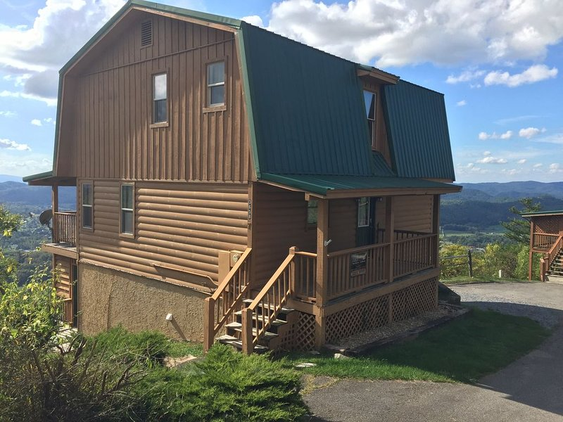 Visit Almost Heaven Cabin in Wears Valley!, holiday rental in Wears Valley