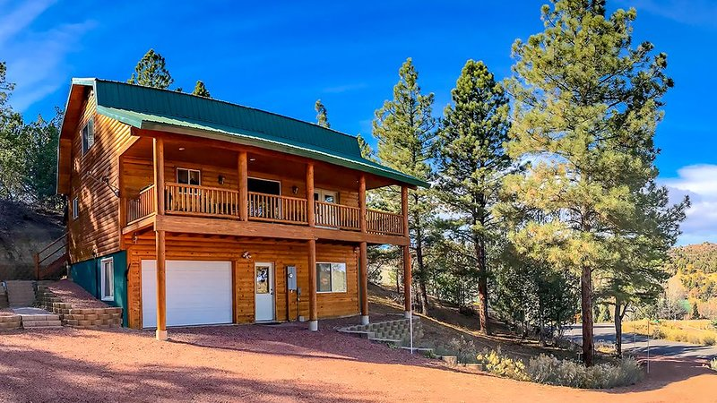 ZION * BRYCE Midway 3-Story Hi-Tech Cabin, casa vacanza a Parco nazionale di Bryce Canyon