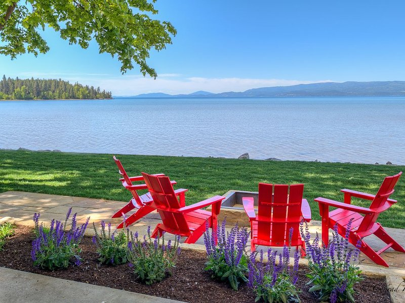 New Build! Stunning Home on Flathead Lake with Dock Access!, location de vacances à Bigfork