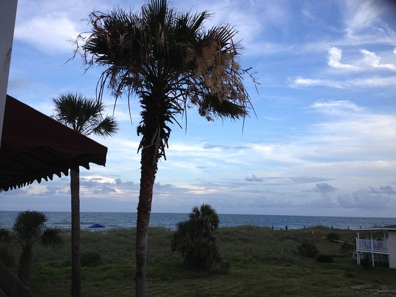 'New Rental' Ocean Front Amelia Island/Fernandina Beach, Large 1 Br, 2 Ba Condo, casa vacanza a Amelia Island