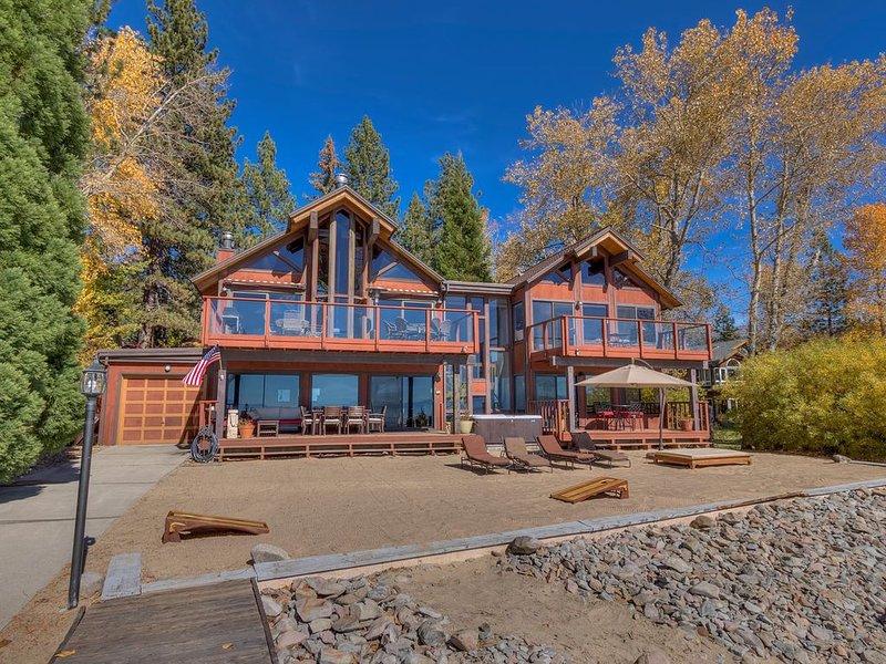Lake Front Retreat With Your Private Beach & Hot Tub, alquiler de vacaciones en Tahoe Vista