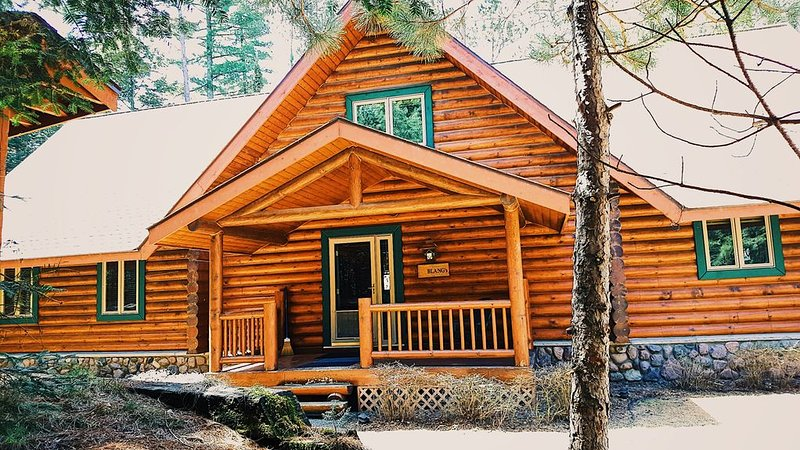 Private & Secluded Lakefront Lodge on Little St. Germain Lake, Sleeps 13, holiday rental in Saint Germain