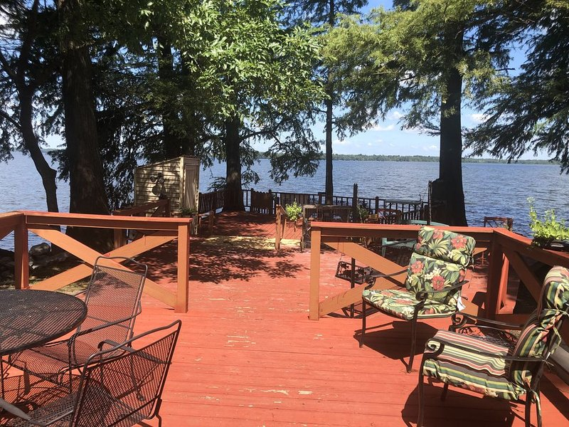 Great place for fishing, duck hunting, eagle watching or family gatherings, location de vacances à Union City