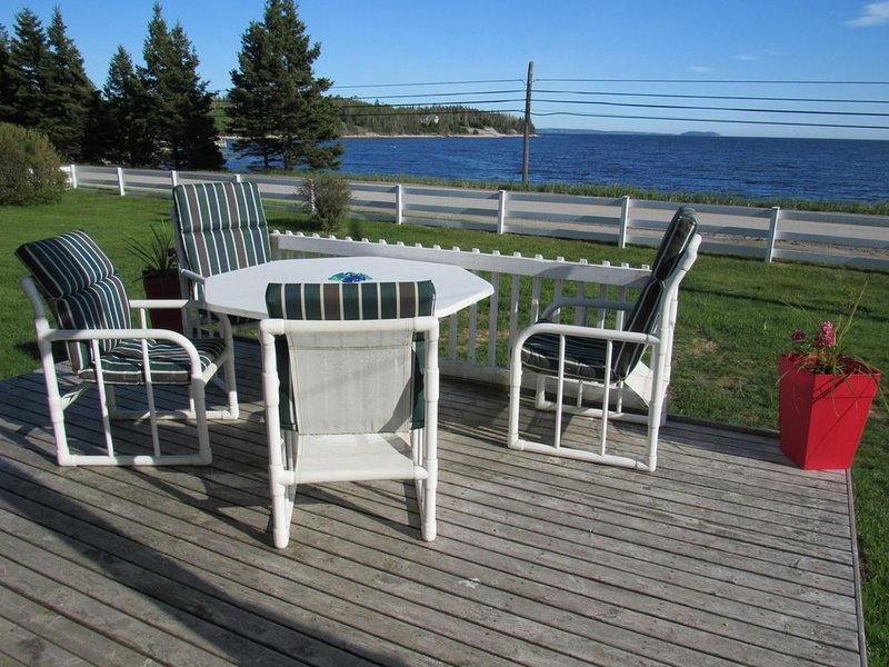 Idyllic, sparkling clean ocean/beach cottage for your spontaneous getaway., holiday rental in Halifax Regional Municipality