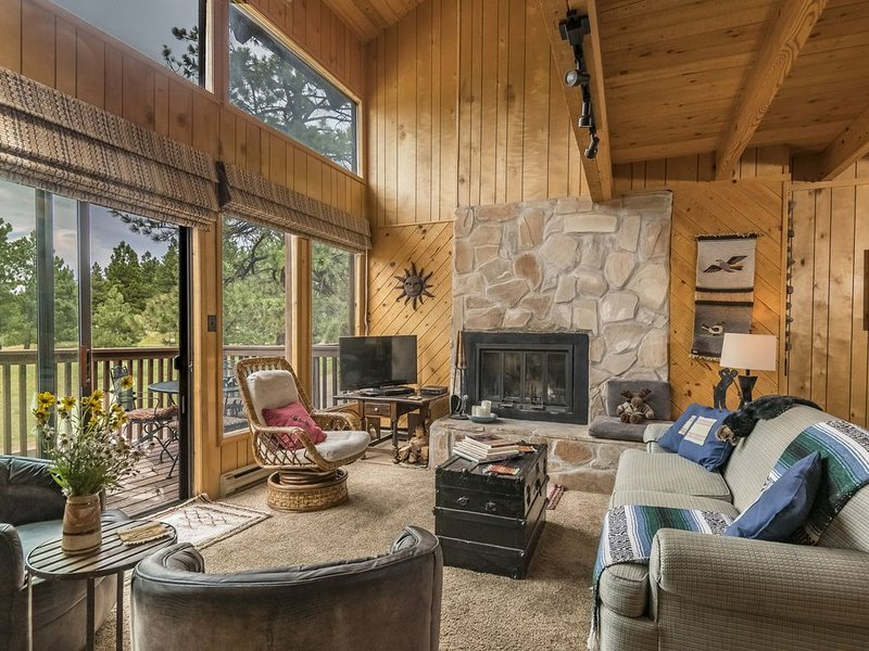 Sol Escape!  A Ski Condo With A Cabin Feel, vacation rental in Angel Fire
