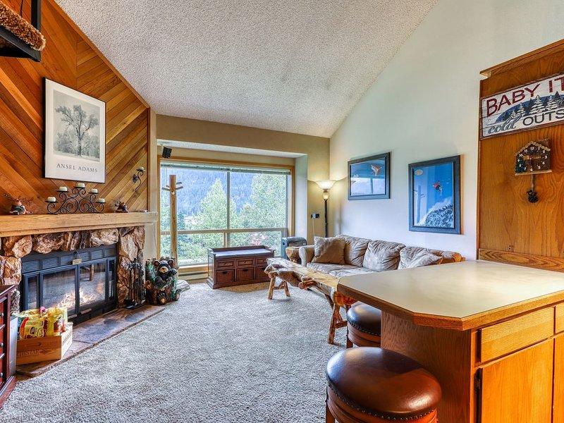 New listing! Ski In/Out Condo for hiking or skiing w/ lift & mountain views!, holiday rental in Snoqualmie Pass