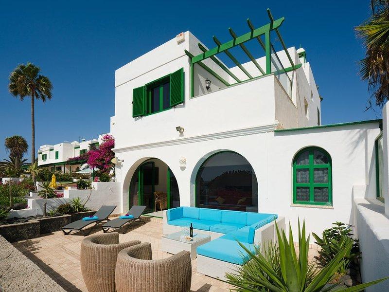 Villa les pieds dans l'eau, vraiment!, holiday rental in Costa Teguise