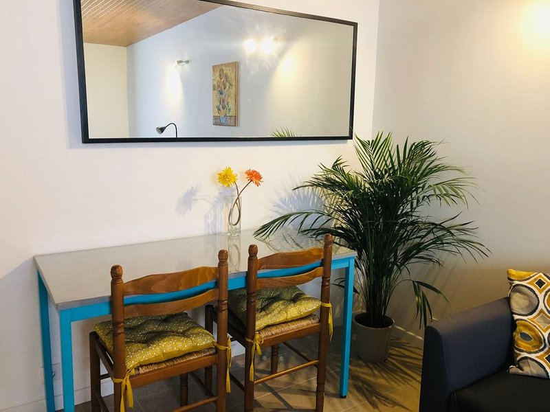 T1 Bis proche centre et canal, holiday rental in Vinassan